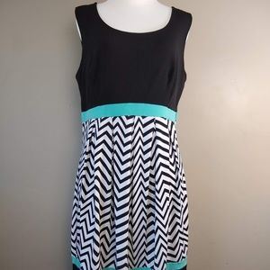 EnFocus Studio Sleeveless Chevron Dress Size 14